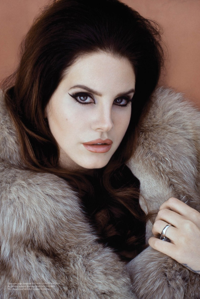 lana-del-rey-galore-magazine-photos02.jpg