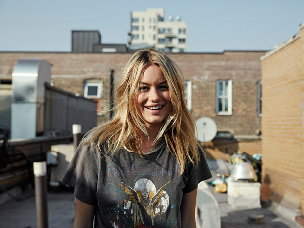Camille-Rowe-Glamour-France-We-Are-The-Rhoads-05.jpg
