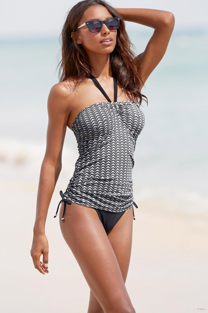 jasmine-tookes-beach-shoot-next09.jpg