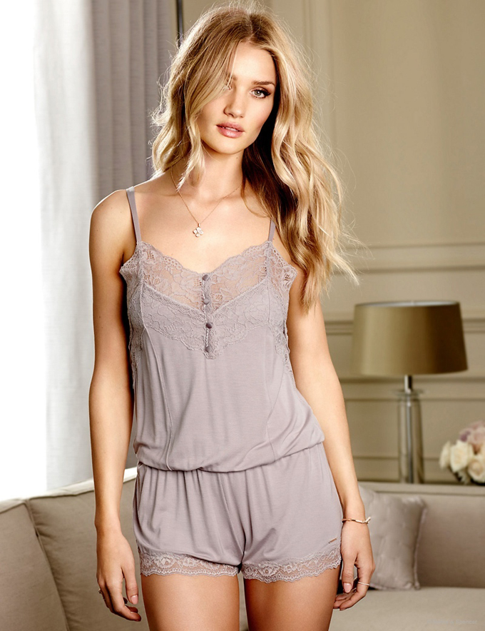 rosie-huntington-whiteley-autograph-pajamas-lingerie-pictures01.jpg