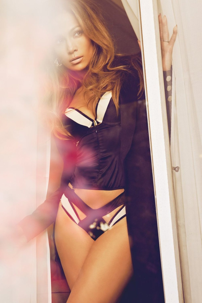 jennifer-lopez-complex-february-2015-photos03.jpg