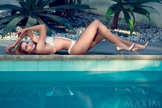 shantel-vansanten-swimsuit-shoot-maxim01.jpg