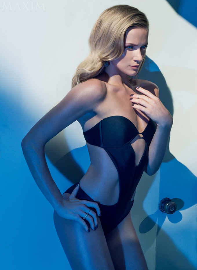 shantel-vansanten-swimsuit-shoot-maxim03.jpg