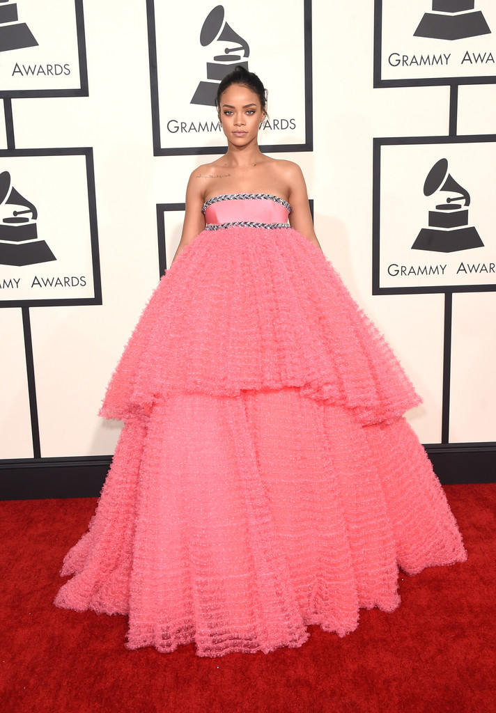 rihanna-giambattista-valli-couture-pink-dress-grammys-2015.jpg