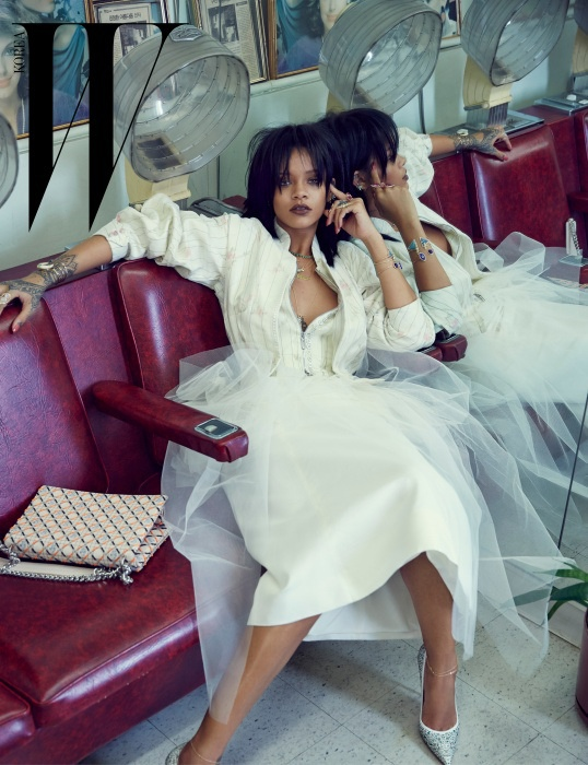 rihanna-dior-fashion-shoot-w-korea03.jpg