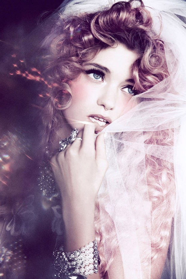 Abbey-Lee-Ellen-von-Unwerth-Vs-Magazine-01-620x930.jpg