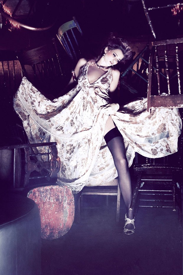 Abbey-Lee-Ellen-von-Unwerth-Vs-Magazine-04-620x930.jpg