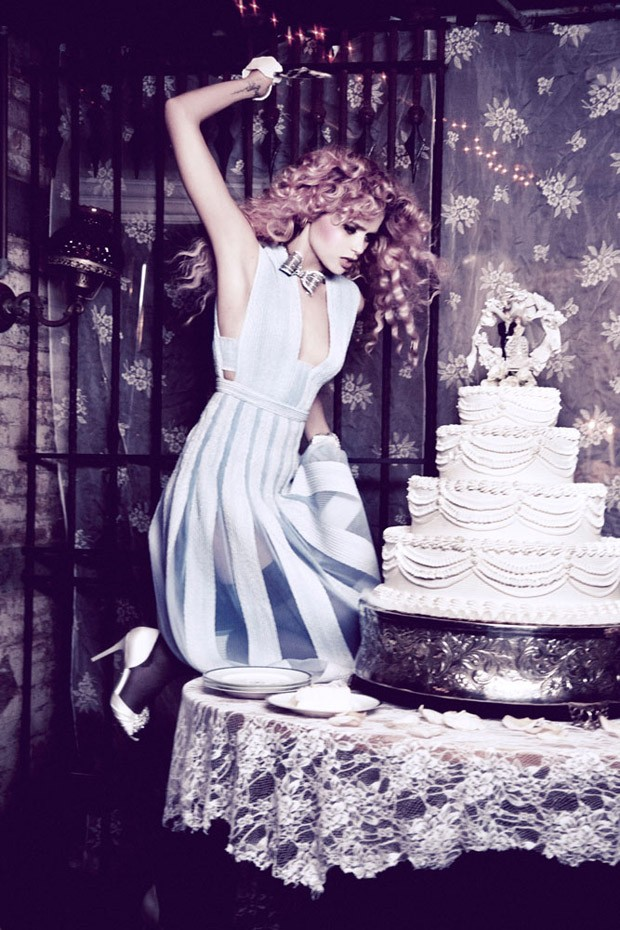 Abbey-Lee-Ellen-von-Unwerth-Vs-Magazine-07-620x930.jpg