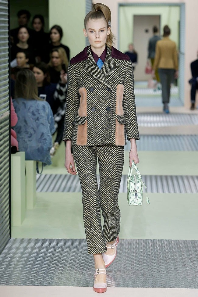 prada-fall-winter-2015-runway07.jpg