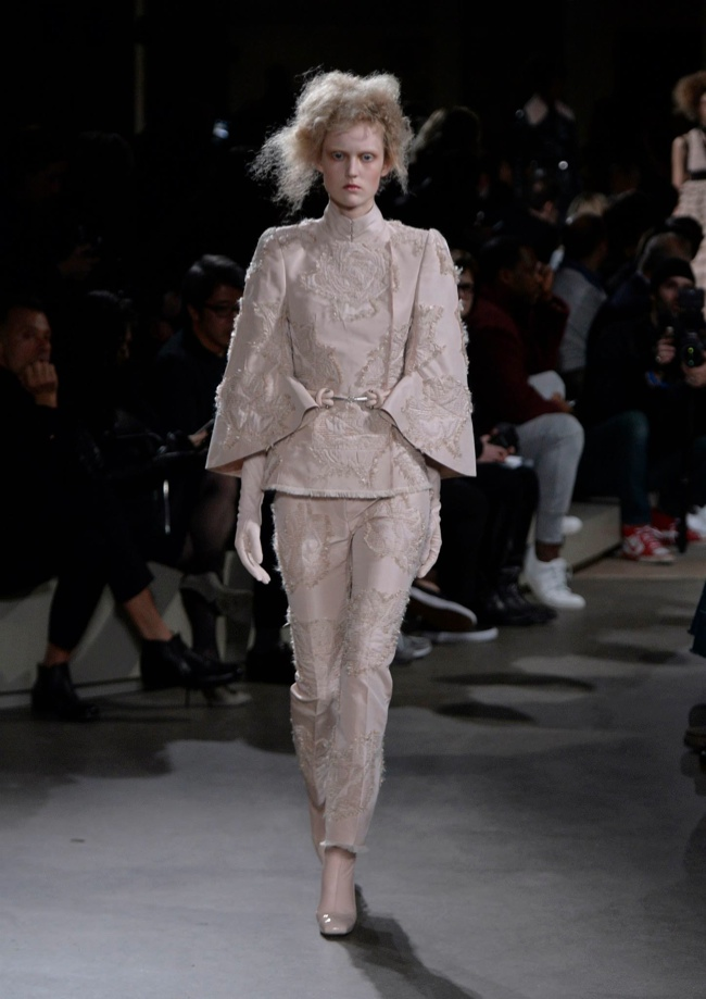 alexander-mcqueen-fall-winter-2015-runway11.jpg
