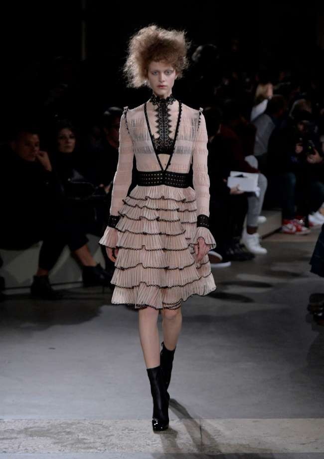 alexander-mcqueen-fall-winter-2015-runway13.jpg