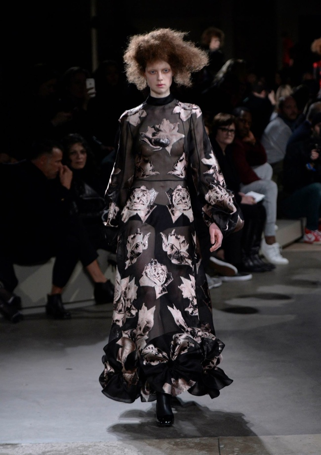alexander-mcqueen-fall-winter-2015-runway30.jpg