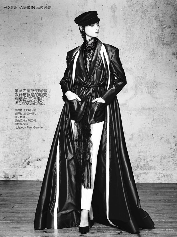 Anna-Selezneva-Vogue-China-Collections-03-620x827.jpg
