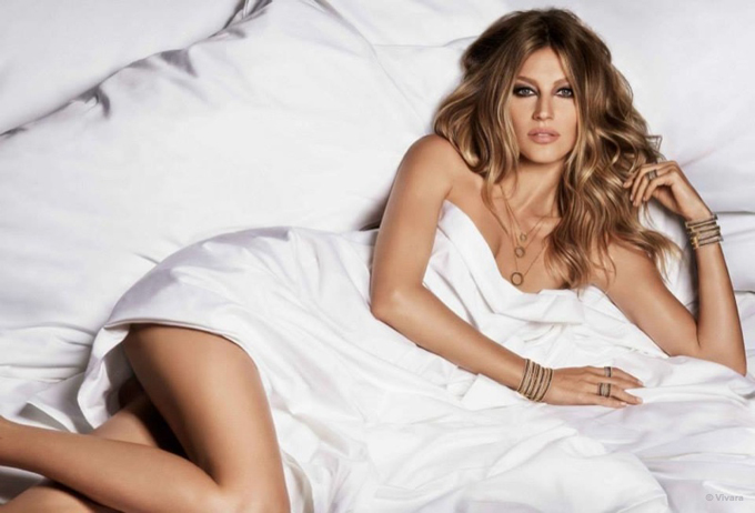 gisele-bundchen-bed-vivara-jewelry-2015-ads02.jpg