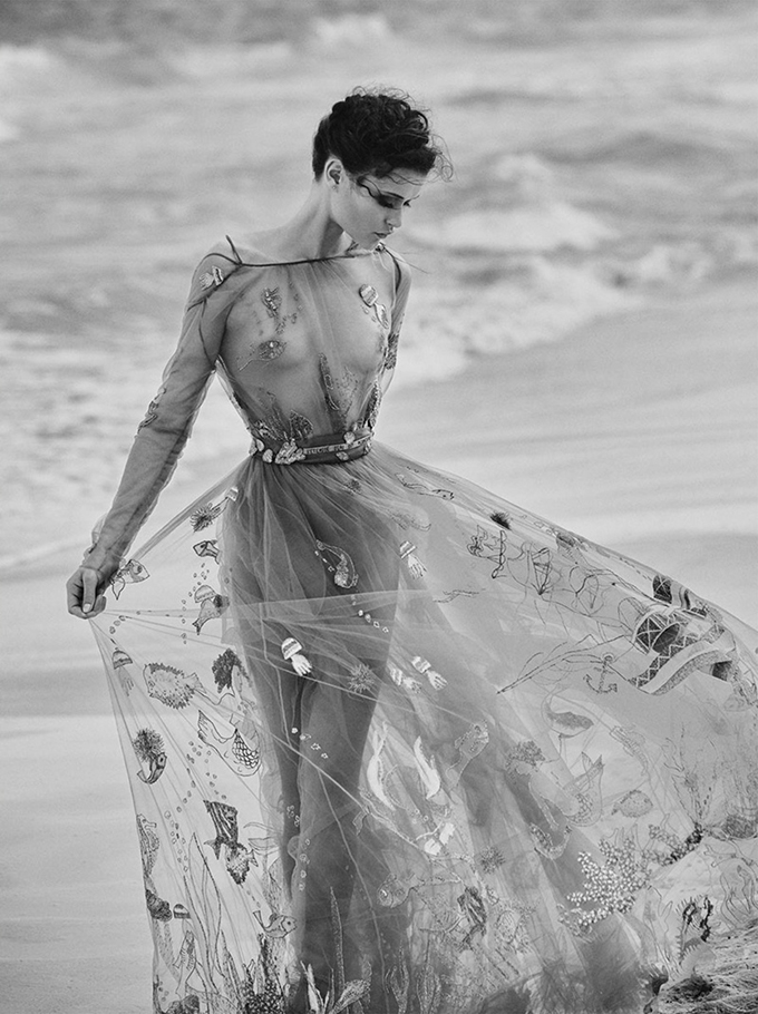 Chloe-Lecareux-Beach-Editorial02.jpg