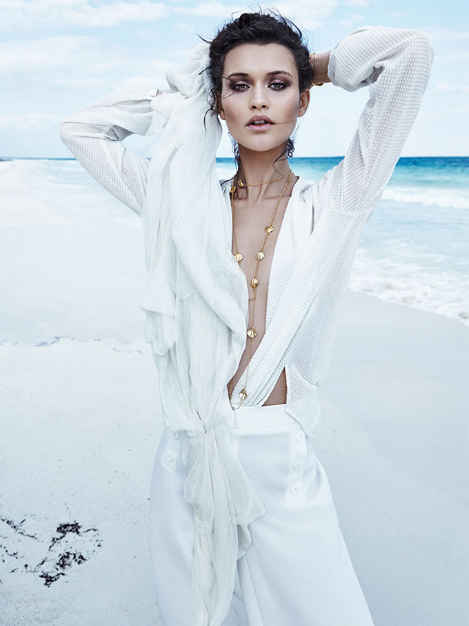 Chloe-Lecareux-Beach-Editorial04.jpg