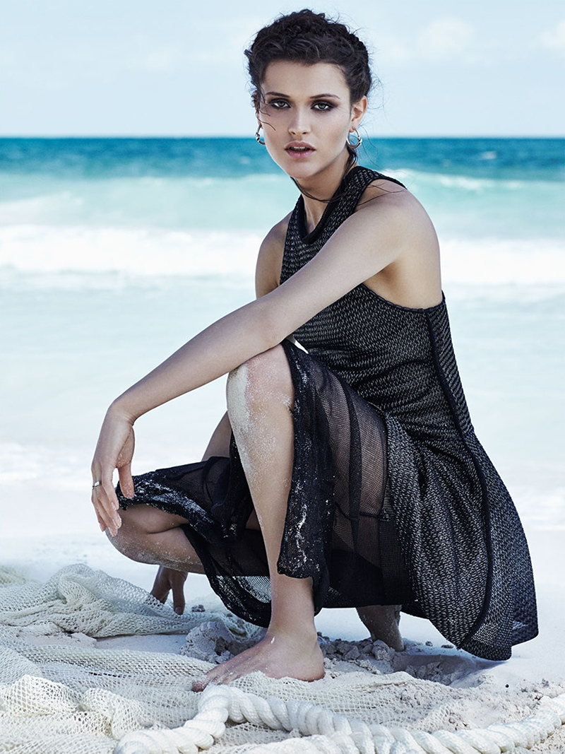 Chloe-Lecareux-Beach-Editorial09.jpg