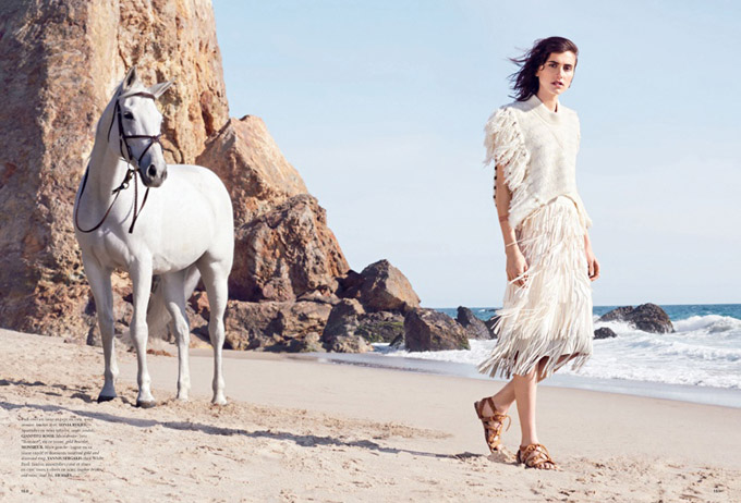 Langley-Fox-White-Looks-Beach-Editorial04.jpg