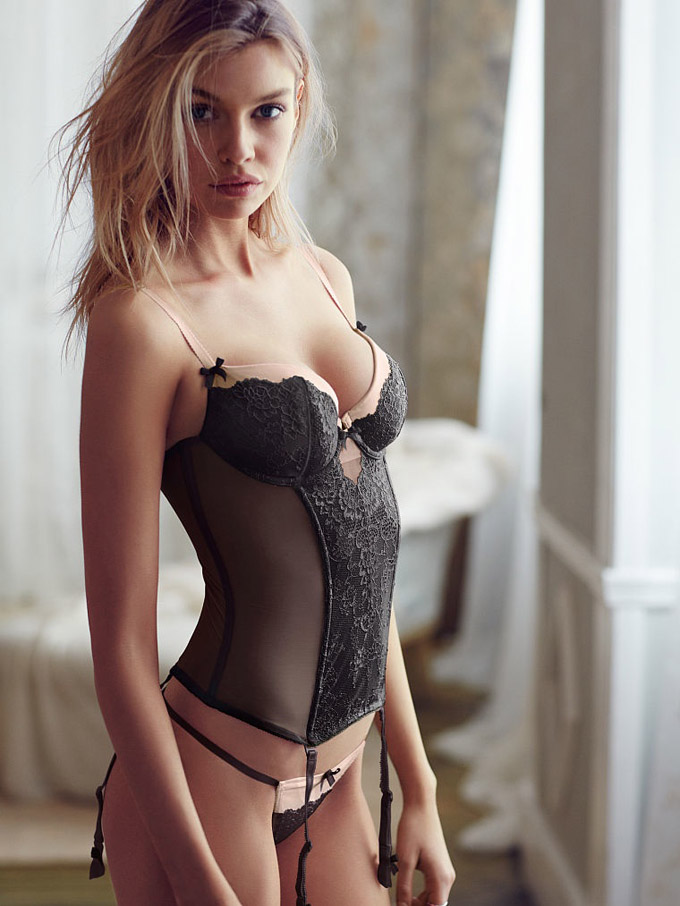 Stella-Maxwell-Victorias-Secret-Model05.jpg