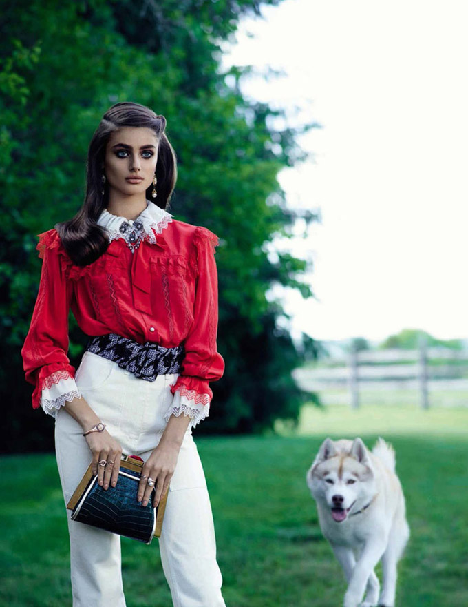 Taylor-Hill-Vogue-Spain-September-2015-Editorial01.jpg