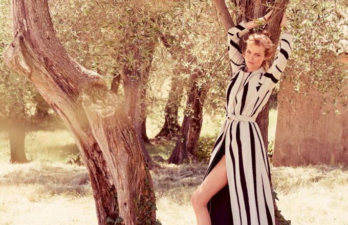Eva-Herzigova-ELLE-Italy-August-2015-Cover-Editorial05.jpg